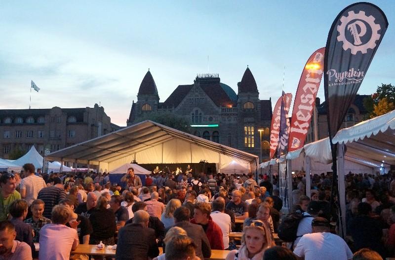 Suuret oluet - pieent panimot kokosi viime kesänä neljälle paikkakunnalle yli 44 000 pienpnaimojuomien ystävää. Kuva: Heikki Kähkönen.