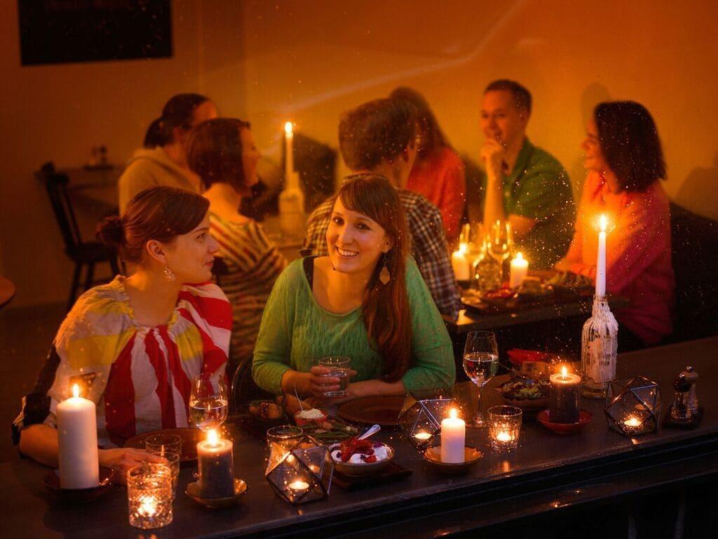 Ravintolat näyttävästi mukana Earth Hour -kynttiläillallisella lauantaina   Viisi Tähteä